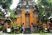 ubud royal palace is a must see and full of Balinese history